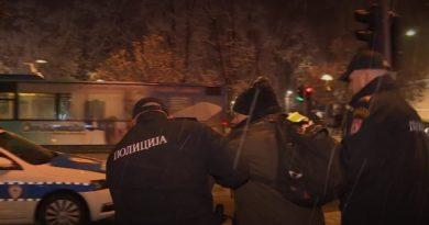 Zabrana okupljanja na Trgu Krajine i hapšenja građana – sumrak demokratije