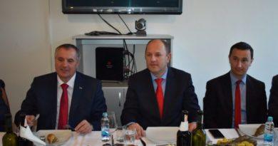 Višković podržava Petrovića u namjeri da skuplje naplati grijanje na struju
