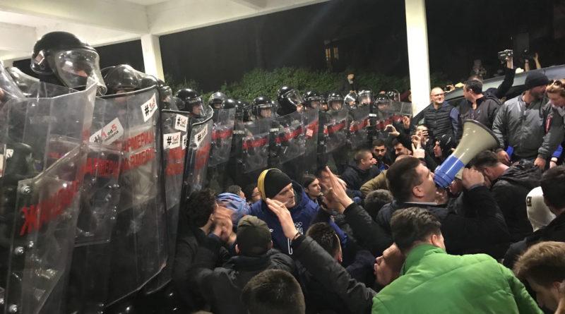 Demonstranti upali u zgradu Radiotelevizije Srbije