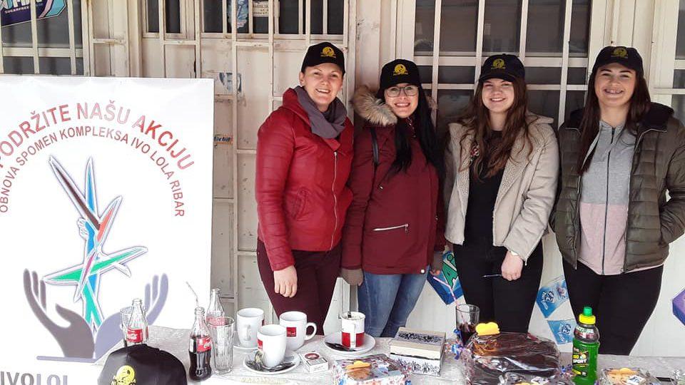 """Jelka Vranješ (prva lijevo) sa aktivistkinjama UG """"Ivo Lola nije sam"""""""