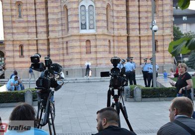 """Bez većih incidenata tokom večerašnjeg okupljanja grupe """"Pravda za Davida"""": Policija se povukla pred novinarima"""