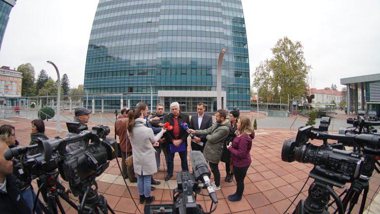 Mladen Todorić na pres konferenciji pred Vladom RS/FOTO: GERILA.info