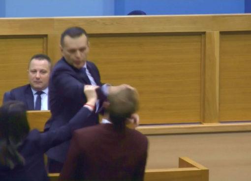 Ministar Dragan Lukač udario poslanika Draška Stanivukovića