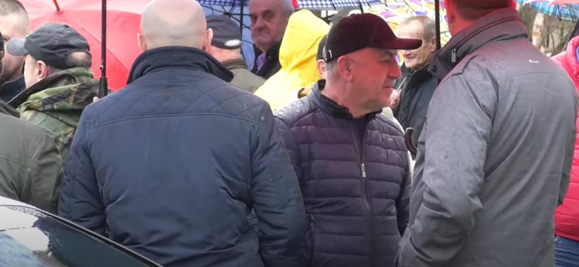 Milan Kovač, načelnik Opštine Šipovo, na protestima ribara / FOTO: RTV BN