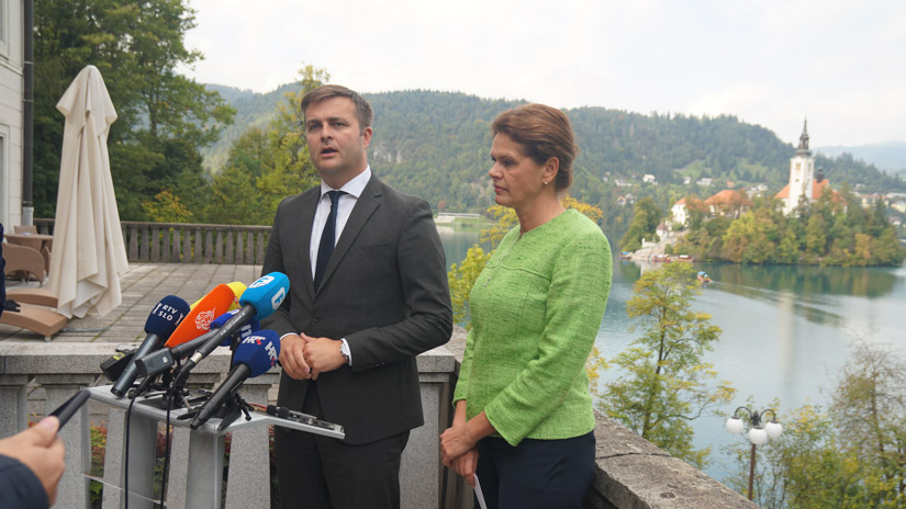 Tomislav Ćorić, hrvatski ministar okoliša, i Alenka Bratušek, slovenačka ministrica za infrastrukturu / FOTO: GERILA